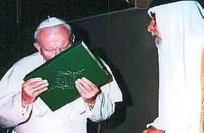 Papa saruta Coranul